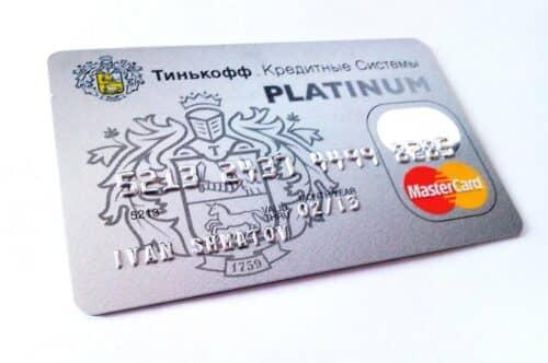 Пластиковая карта от Тинькофф Платинум